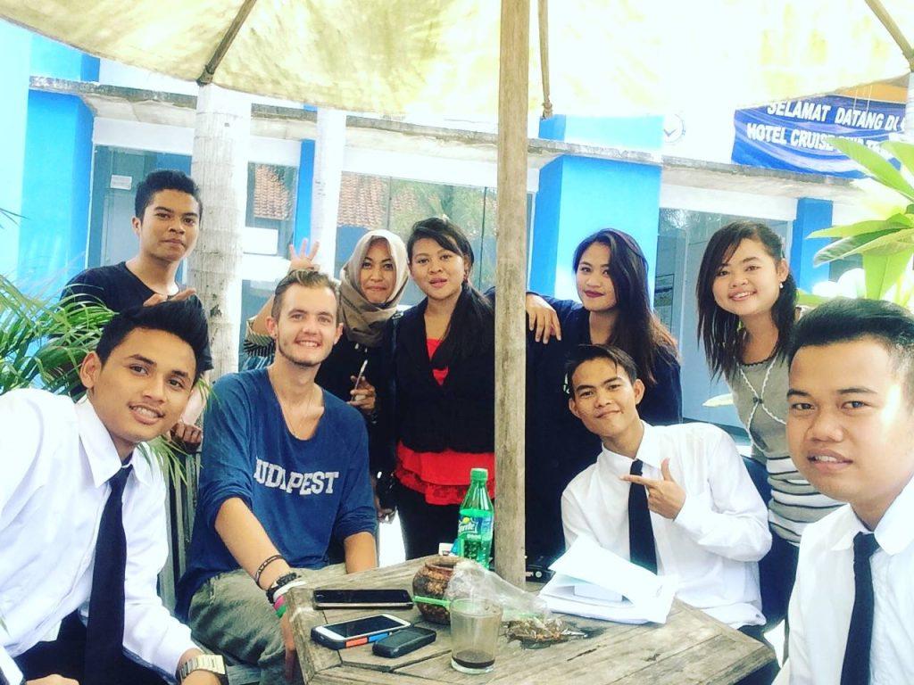 volunteer travel teach english